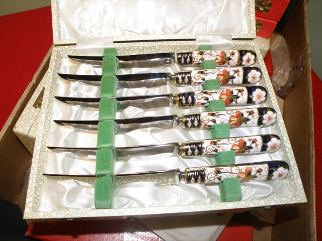 A SELECTION OF ROYAL CROWN DERBY BONE CHINA HANDLED KNIVES AND FORKS comprising three box sets of dinner knives (17), on other of tea forks with pistol grip handles, a cased three-piece carving and six other sets of five forks and one knife, all in English Imari pattern, in original boxes