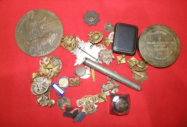 A SELECTION OF MILITARY MEMENTOS to include a Great War Service Posthumous Plaque Freedom and Honour for Frederick George Short, various cap badges The Welsh x two, Dorsetshire, Canada, three lapel badges for Cornwall and one Devon, a collection of six assorted buttons etc.