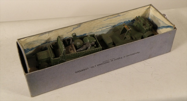 DINKY TOYS Mobile Anti-Aircraft Unit No. 161, in original box, with figures and accessories (Ref.4)