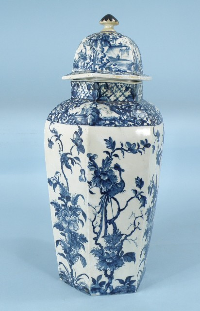 AN EARLY 20TH CENTURY KANGXI DESIGN CHINESE EXPORT JAR AND COVER having octagonal lid with finial on a panel body with exotic birds in underglaze blue and white, 38cm high
