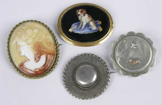 A LATE VICTORIAN GOLD MIRCO-MOSAIC  OVAL SET BROOCH, together with a gilt metal mounted CAMEO BROOCH and two silver BROOCHES, one being mourning