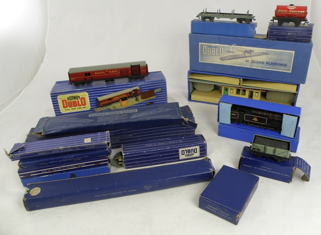 A SELECTION OF HORNBY DUBLO, mostly boxed, to include; EDL17 tank loco, various wagons, track etc.