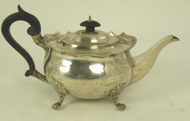 MAPPIN & WEBB AN OVAL SILVER BALUSTER SHAPED TEAPOT having cast bead rim, plain belly, raised on four claw feet, Sheffield 1925, 800g.