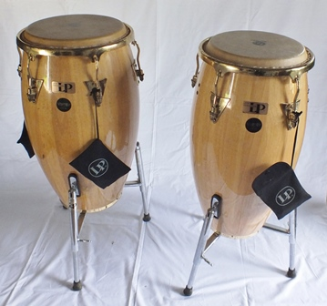 A pair of Latin percussion Hand Picked floor standing wooden shelf bongos, on folding chrome stands, 96cm high illustrated