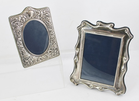 CARRS OF SHEFFIELD LTD A VICTORIAN DESIGN SILVER MOUNTED EASEL PHOTOGRAPH FRAME, late 20th Century Sheffield, holds image size 17cm x 12cm together with one other silver mounted PHOTOGRAPH FRAME with floral embossed decoration (2)