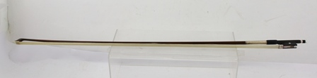 A PERNAMBUCO VIOLIN BOW, having white metal mounts with mother-of-pearl inlaid ebony frog