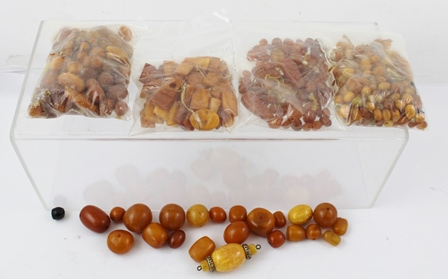 AN EXTENSIVE COLLECTION OF AMBER BEADS, mostly loose, various sizes, total weight 360g
