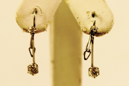 A PAIR OF RHODIUM FINISHED WHITE GOLD COLOURED METAL SET DIAMOND DROP EARRINGS each with two brilliants and wire fittings