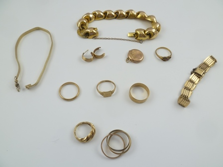 A QUANTITY OF 9CT GOLD JEWELLERY, mostly rings, also includes some yellow metal, weight of hallmarked items combined equals 34g