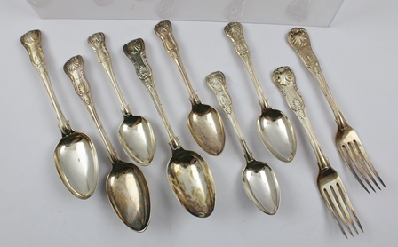 A QUANTITY OF MIXED SILVER HALLMARKED KINGS PATTERN FLATWARE, comprising three table spoons, two table forks, and four dessert spoons, each piece crested with a stags head and raised arm in armour, overall weight 720g.