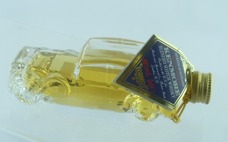 KENMORE WHISKY, bottle shaped as a car, 1 x M