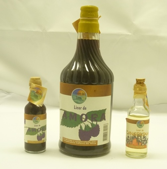 AMORA LICORDE 24% 1 x 70cl bottle and a 5cl m
