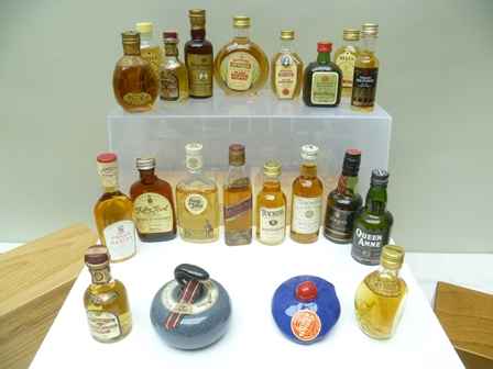 A COLLECTION OF 21 MINIATURE WHISKIES includi