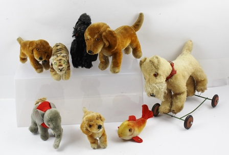 A COLLECTION OF EIGHT STEIFF ANIMALS, to include tiger, goldfish, elephant, dogs (8)