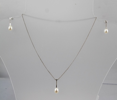 A SUITE OF RHODIUM FINISHED WHITE GOLD COLOURED METAL JEWELLERY, comprising a pendant and a pair of earrings, each set with diamonds and a single pearl