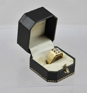 A GENTLEMANS 14k GOLD RING inset with four brilliant cut diamonds, size S, overall weight 9g.
