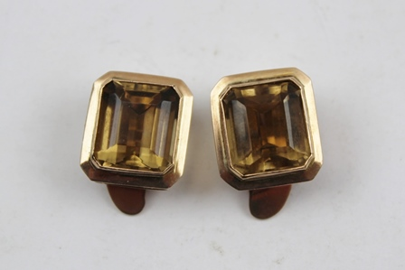 A PAIR OF HEAVY 14CT GOLD LARGE CITRINE EARRINGS, with clips suitable for unpierced ears, stamped 14K
