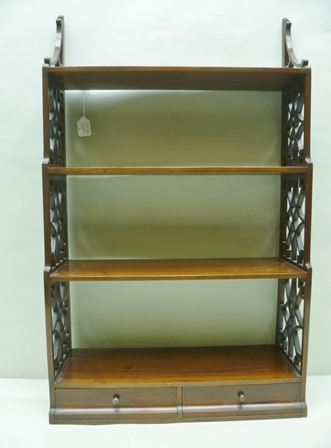 AN EARLY 20TH CENTURY GEORGIAN DESIGN SET OF MAHOGANY HANGING SHELVES, having four tiers, with decorative pierced fret sides, and two lower in-line drawers, 85cm long
