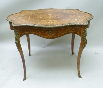 A LATE 19TH CENTURY FRENCH LOUIS XV STYLE MARQUETRY INLAID KINGWOOD AND WALNUT CENTRE TABLE of serpentine form with gilt brass edge and mounts, fitted single drawer, on cabriole supports, 102cm x 68cm