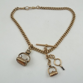 A LATE 19TH/EARLY 20TH CENTURY ROSE GOLD 9CT DOUBLE ALBERT having curb link chain, dog clip clasps, T bar and two period reverse cut agate set seals attached, gross weight 82g