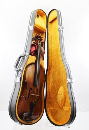 ALFREDUS FERDINANDUS RIPPONUS A 19TH CENTURY ENGLISH VIOLIN, having red/brown varnish, two piece back, bears internal paper label Alfredus Ferdinandus Ripponus, Filius natu ultimus Johannis Ripponi, a grandi nepo Johannis Ripponi, D.D. bac instrumentum fecit **** Anno Domini 1881, 14 back, in modern case
