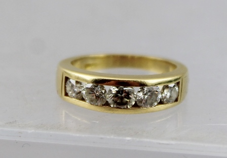 AN 18CT GOLD HALF ETERNITY RING set with five diamonds, size I 1/2