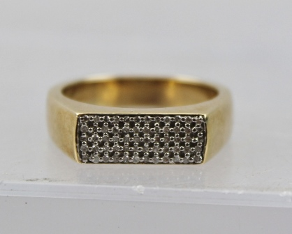 A HEAVY 9CT GOLD RING set with sixty small diamonds within a central flat tablet, size T
