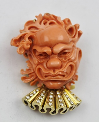 AN 18CT, DIAMOND AND CARVED CORAL PENDANT/BROOCH of Noh mask design, stamped 750