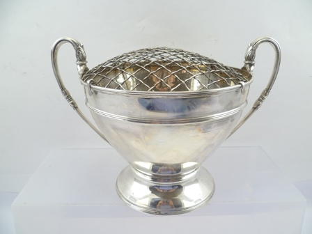 COOPER BROS. A SILVER TWO-HANDLED ROSE BOWL, having wire drop-in top, twin swept handles with acanthus motifs, plain tapered  belly, on moulded foot, Sheffield 1918, 18cm high, 825g. (without inscription)