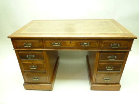 A LATE 19TH CENTURY MAHOGANY TWIN PEDESTAL DESK, having typical rectangular skiver insert top, over three inline drawers, supported on two columns, each having three drawers, and a plain plinth base with recessed castors, 75cm high x 122cm wide x 67cm deep