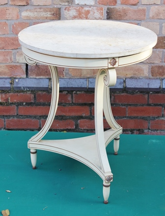 A 20TH CENTURY FRENCH SIDE TABLE, cream painted frame, cream marble, top 62cm diameter