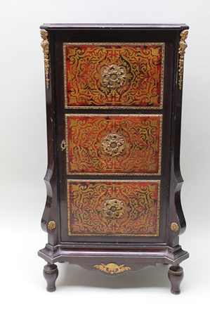 A 20TH CENTURY FRENCH BOULLE CABINET, fitted single door with gilt metal mounts, raised on turned supports, 106cm high, 52cm wide