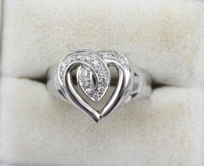 AN 18k WHITE GOLD HEART FORM RING set with diamonds, ring size N