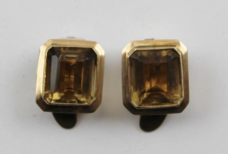 A PAIR OF 14k GOLD LARGE CITRINE EARRINGS with clip fastenings