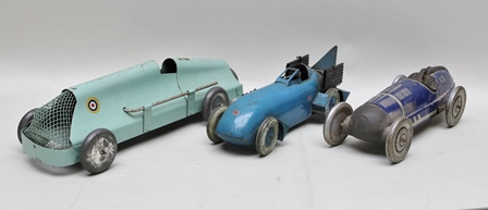A COLLECTION OF THREE TIN-PLATE RACING / LANDSPEED RECORD VEHICLES including a clockwork single seater racer no.410, with clockwork motor, blue single seater racer wheels marked Dunlop cord, clockwork motor, turquoise single seater with no motor (3)