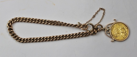 A 1914 HALF SOVEREIGN SET IN A 9CT ROSE GOLD MOUNT ON A 9CT ROSE GOLD BRACELET with bolt ring clasp and safety chain
