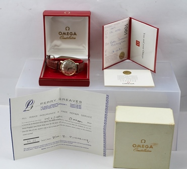 AN OMEGA AUTOMATIC CHRONOMETER CONSTELLATION GENTLEMANS WRISTWATCH, stainless steel and 18ct gold plated, on leather strap, original box and paperwork