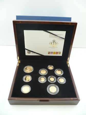 THE ROYAL MINT A 2012 United Kingdom Diamond Jubilee Gold Proof Set, limited edition no.98 of 150, in polished wood box with certificates, contains ten coins, combined weight 156.688g