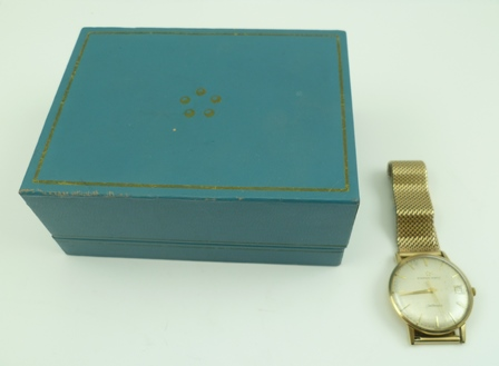 AN ETERNA MATIC AUTOMATIC GOLD GENTLEMANS WRIST WATCH, the dial with baton markers and date aperture, with 9ct gold bracelet strap, in original box with paperwork