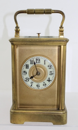 AN EARLY 20TH CENTURY CONTINENTAL GILT BRASS CARRIAGE CLOCK, having moulded style case with bracket foot, 8-day gong strike and repeater mechanism with period platform escapement, 16cm high (handle up)