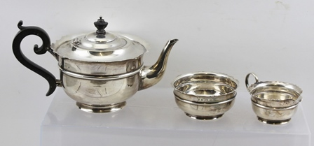 SHERWOOD & SONS A THREE-PIECE SILVER TEA SET, having cut and shaped rim banded plain belly, black fibre handle and knop, Birmingham 1901, 490g.