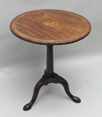 A MID 18TH CENTURY SNAP-TOP MAHOGANY WINE TABLE, satinwood crossbanded, on birdcage turned stem, on triform supports, 60cm diameter