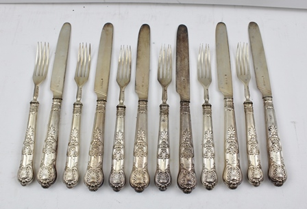 AARON HADFIELD & SONS A SET OF SIX SILVER QUEENS PATTERN FRUIT KNIVES AND FORKS, each having hallmarked blade and tines and filled handles, gross weight 580g