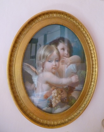 19TH CENTURY CONTINENTAL SCHOOL Study of two Cherubs with fruiting vine, Pastel drawing, oval mounted in a gilt acanthus leaf moulded frame