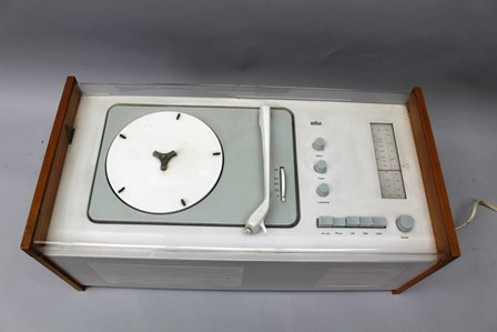 A BRAUN SK5 SNOW WHITES COFFIN PHONOGRAPH (RECORD PLAYER AND RADIO), designed by Dieter Rams and Hans Gugelot, 58.5cm