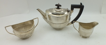 MAPPIN & WEBB A LATE VICTORIAN THREE PIECE SILVER BACHELOR TEASET of oval fluted Georgian design comprising; teapot, milk jug and sugar bowl, Sheffield 1896, combined weight (including non-silver teapot handles) 388g