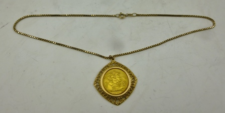 A 1968 GOLD SOVEREIGN SET IN A 9CT GOLD PENDANT MOUNT, SUSPENDED UPON A 9CT GOLD CHAIN, total weight 18g.