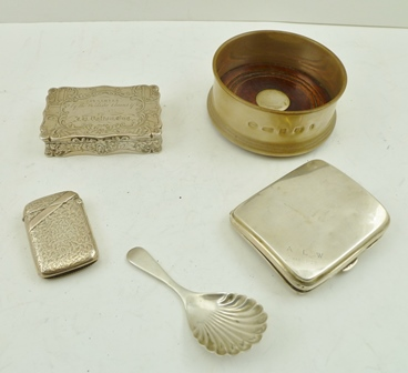 A COLLECTION OF FIVE HALLMARKED SILVER ITEMS comprising; a Victorian engraved snuff box, a scallop bowl tea caddy spoon, a vesta, cigarette case and a bottle coaster, weighable silver 230g