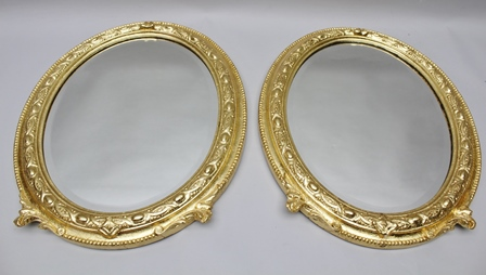 A PAIR OF OVAL GILT FRAMED WALL MIRRORS, bevel-plate glass, 45cm x 34cm