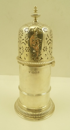 ELLIS JACOB GREENBERG A SILVER SUGAR CASTER of 17th century Lighthouse shape, decorative pierced cap with bayonet fitting and knop, London 1931, 301g.